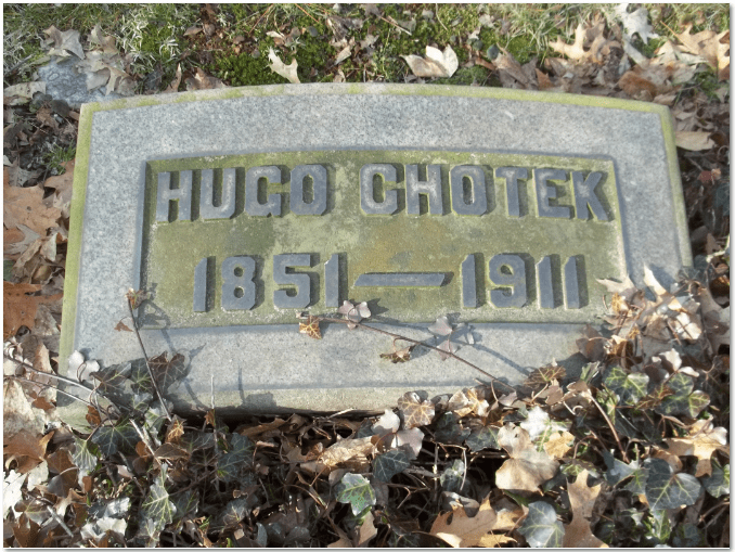 photograph of gravestone of author Hugo Chotek (1851-1911)