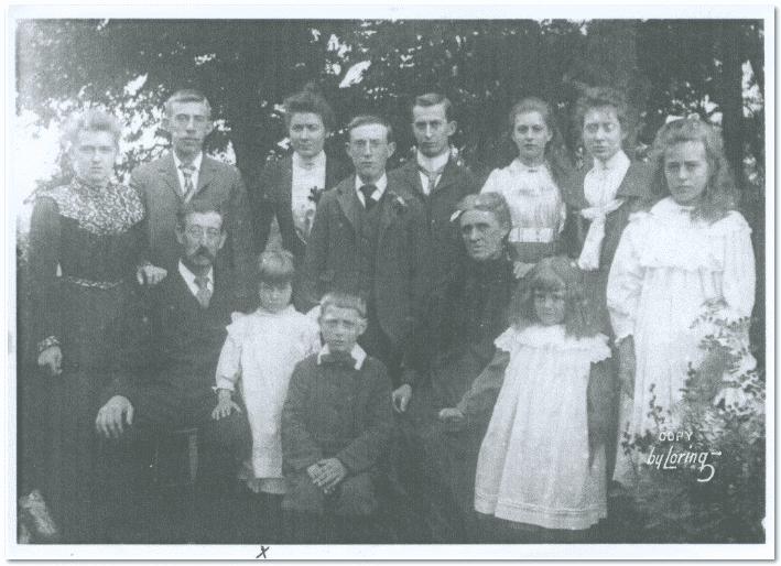 photo of the Edwin and Margaret Cottle family taken in Launceston, Cornwall