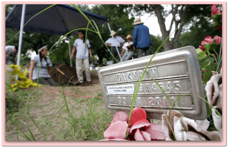 photo of Baylor University anthropologists investigating unmarked graves along Texas border