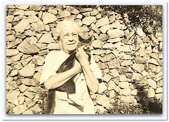 photo of Madge Richmond in her retirement years