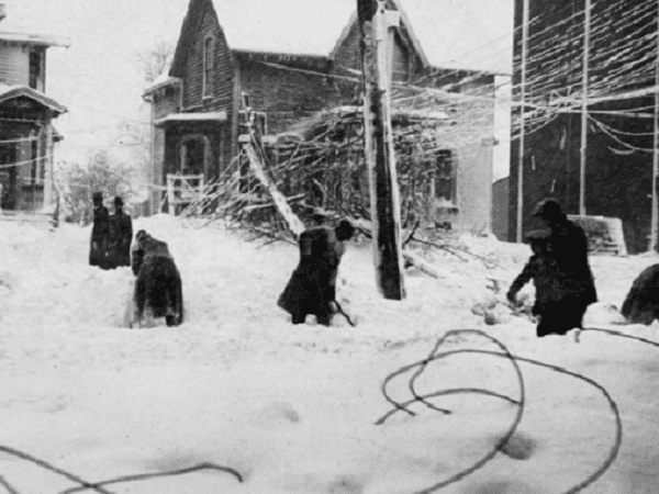 Photo: Cleveland digs out after the Great Lakes Storm of 1913. Credit: Cleveland Memory Project; Wikimedia Commons.