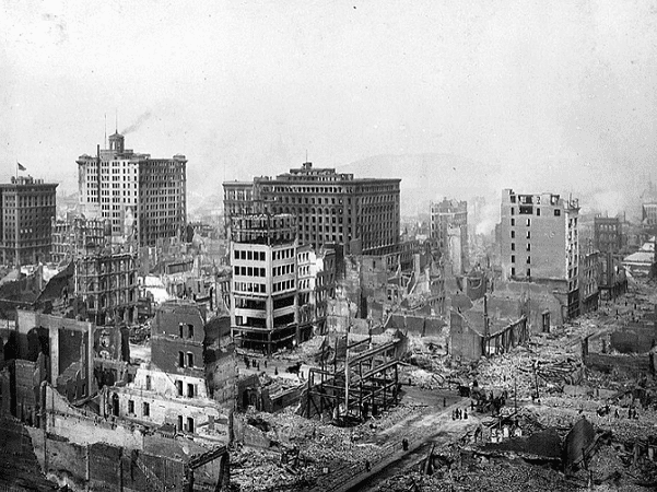 Photo: San Francisco Earthquake of 1906, ruins in vicinity of Post and Grant Avenue. Credit: H. D. Chadwick; Wikimedia Commons.