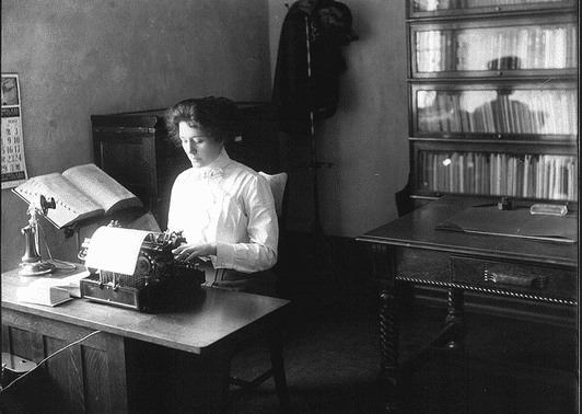 photo of a secretary at her typewriter, 1912