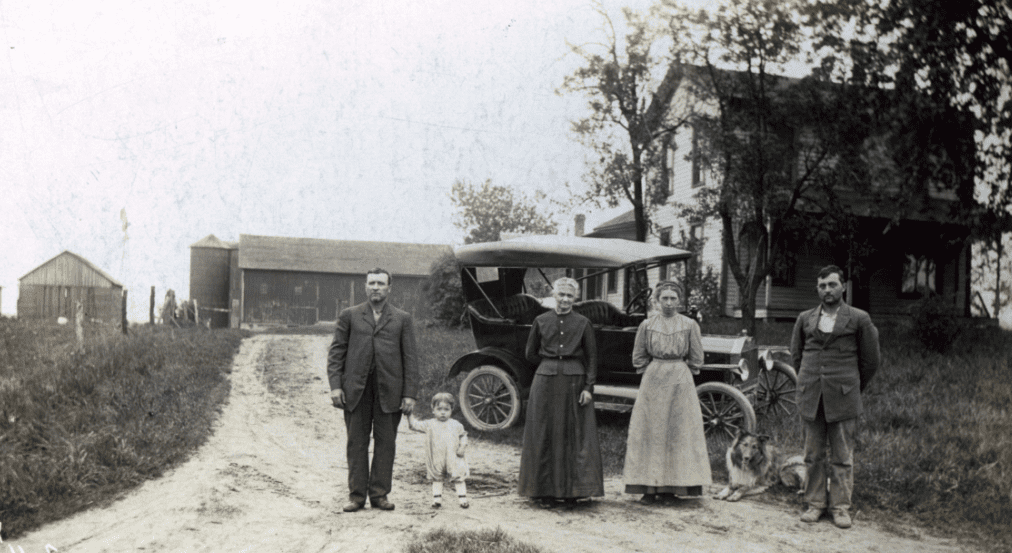 photo of a family in Indiana with their Ford Model T car