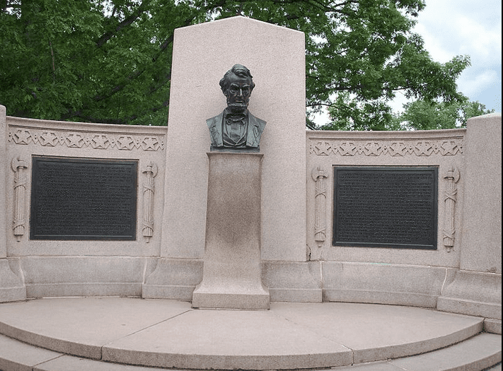 photo of the Lincoln Address Memorial, designed by Louis Henrick, with bust of Abraham Lincoln by Henry Kirke Bush-Brown, erected at the Gettysburg National Cemetery in 1912