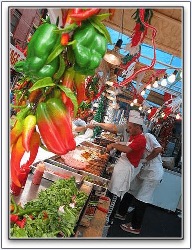 photo of street vendors in Manhattan's Little Italy