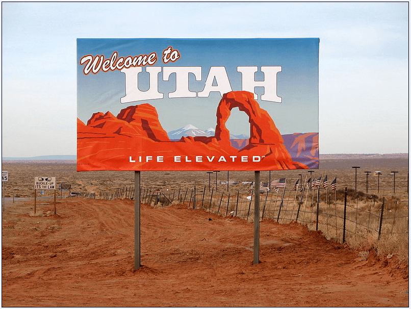 photo of a state welcome sign in Utah