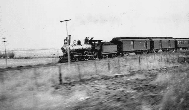 Photo: an Atchison, Topeka and Santa Fe Railway train, c. 1895