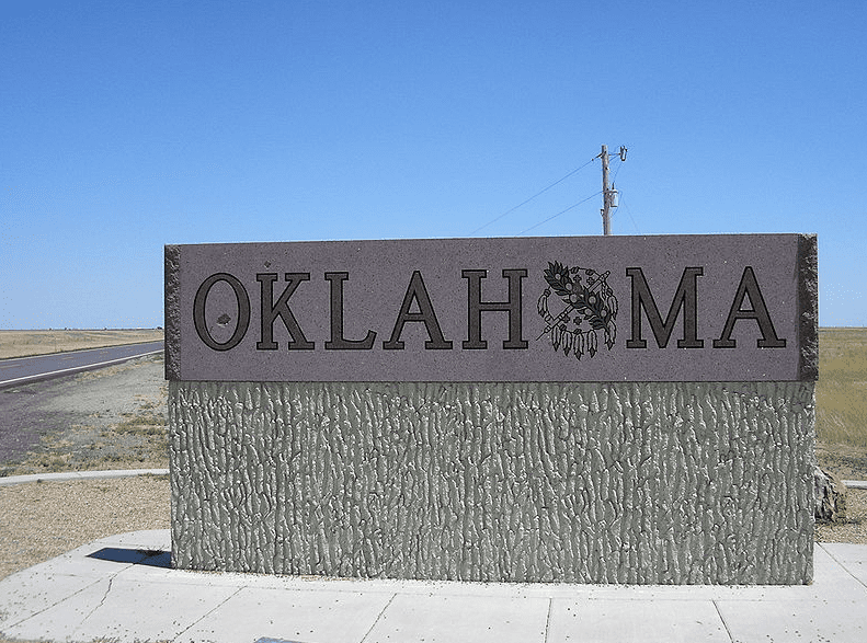 Photo: Oklahoma state welcome sign on the west edge of the Oklahoma panhandle