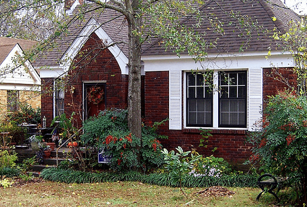 Photo: the 980-sq. ft., one-story house in the Hillcrest neighborhood of Little Rock where Hillary Rodham and Bill Clinton lived from 1977–1979 while he was Arkansas Attorney General. Credit: Wasted Time R; Wikimedia Commons.