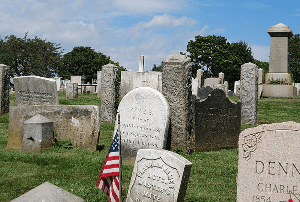 Photo: Common Burying Ground and Island Cemetery in Newport, Rhode Island. Credit: Matt H. Wade.; Wikimedia Commons.