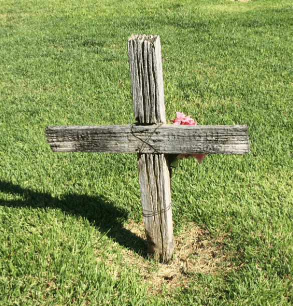 Photo: wooden grave marker