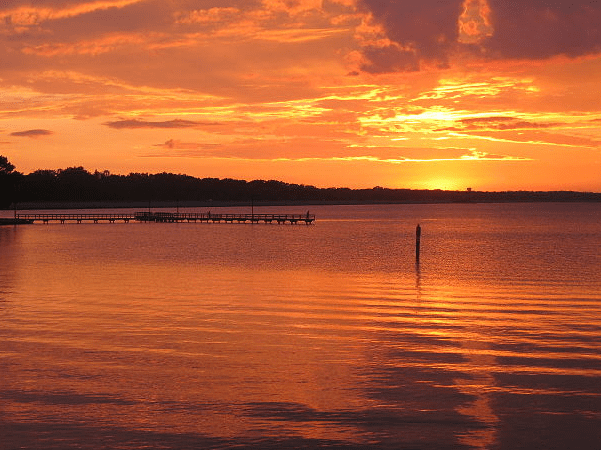 Photo: sunset on the Ross Barnett Reservoir, Brandon, Mississippi. Credit: Eskimo.the; Wikimedia Commons.