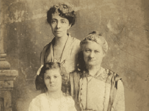 Detail of a photo of Hannah G. Solomon (right) with her daughter, Helen S. Levy, and granddaughter, Frances Levy Angel