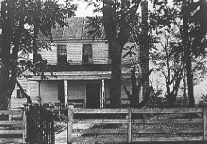 Photo: the Garrett farmhouse near Port Royal, Virginia, where John Wilkes Booth, the assassin of U.S. President Abraham Lincoln, died on the porch