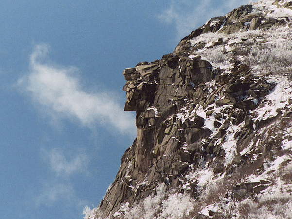 "Photo: the ""Old Man of the Mountain"" on 26 April 2003, seven days before the collapse. A late spring snow fell the night before. Credit: Jeffrey Joseph; Wikimedia Commons."