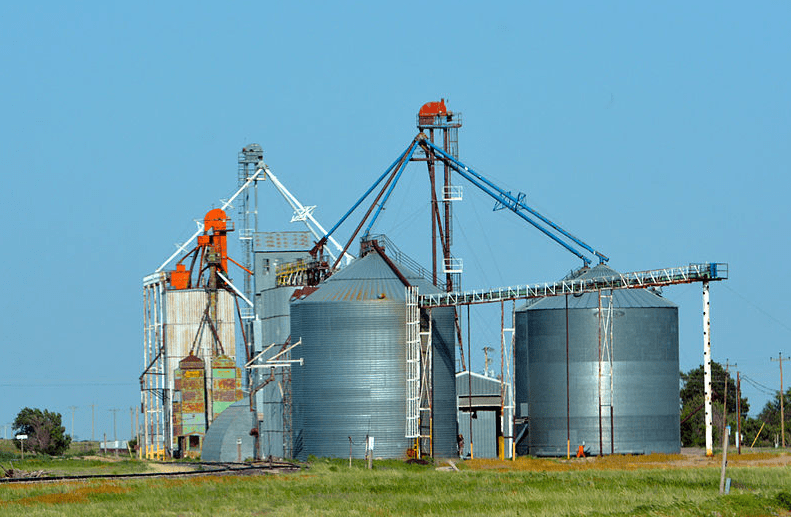 Photo: Nebraska grain silo