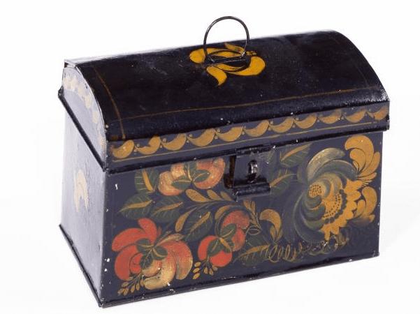Photo: tinplate trunk, by Zachariah Brackett Stevens, c. 1815–1835. Credit: American Museum of Folk Art.