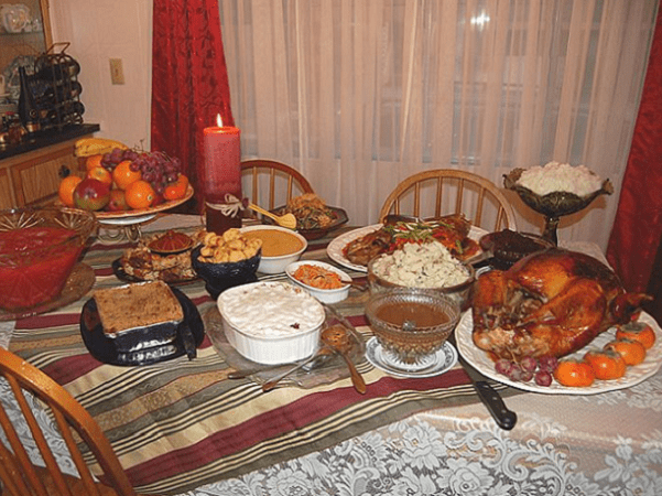 Photo: Thanksgiving meal. Credit: Ms Jones; Wikimedia Commons.