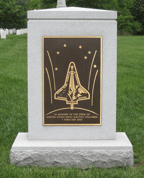 Photo: Space Shuttle Columbia memorial in Arlington National Cemetery