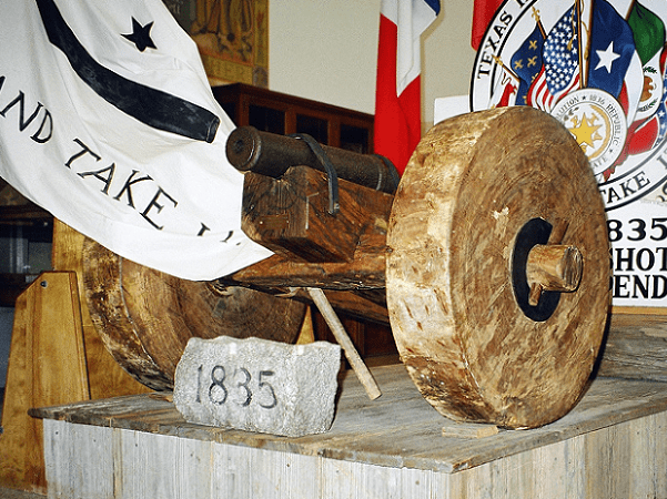 "Photo: the ""come and take it"" cannon of the Battle of Gonzales of the Texas Revolution (the cannon is the real thing, the carriage a reproduction) on display at the Gonzales Memorial Museum, Gonzales, Texas. Credit: Larry D. Moore CC BY-SA 3.0; Wikimedia Commons."