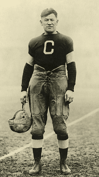 Photo: Jim Thorpe while playing for the Canton Bulldogs, between 1915 and 1920