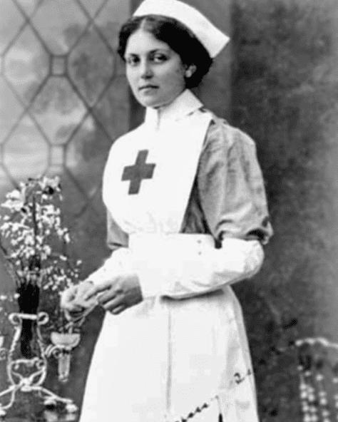 Photo: nurse and ocean liner stewardess Violet Jessop, 1915