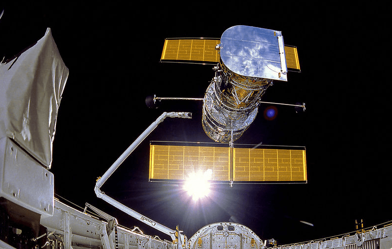 Photo: the Hubble Space Telescope being deployed by the space shuttle Discovery, 25 April 1990