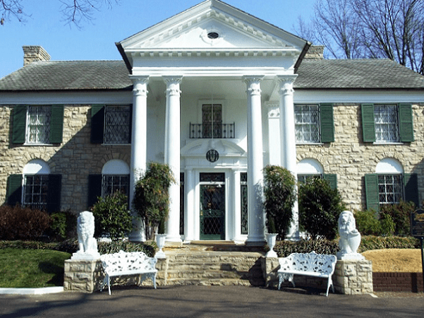 Photo: Graceland, the home of Elvis Presley, Memphis, Tennessee. Credit: Joseph Novak; Wikimedia Commons.