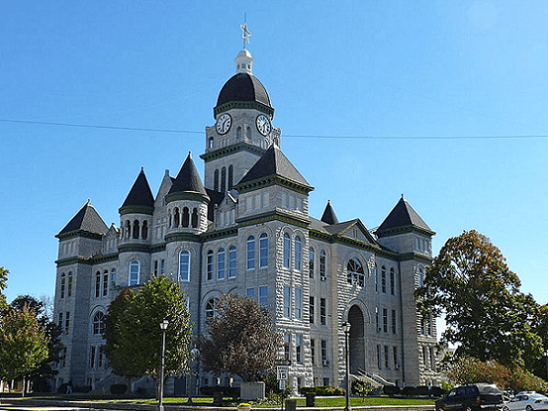 Photo: the Jasper County Courthouse in Carthage, Missouri, is listed in the National Register of Historic Places. Credit: TheWhitePelican; Wikimedia Commons.
