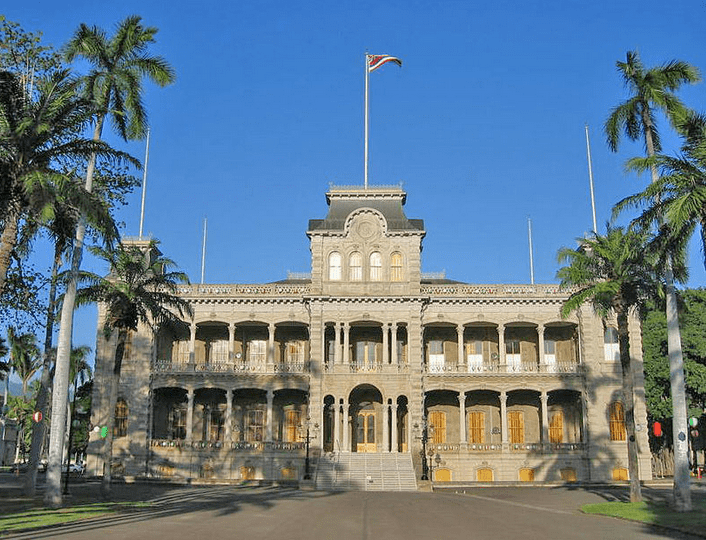 Photo: the Iolani Palace in Honolulu, formerly the residence of the Hawaiian monarch, was the capitol of the Republic of Hawaii. Credit: Jiang; Wikimedia Commons.