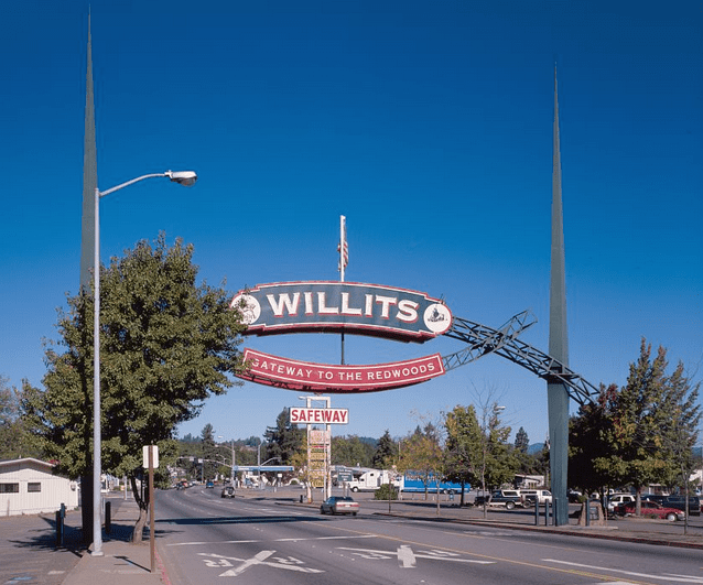 Photo: arch at the entrance to Willits, California