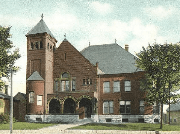 Photo: Belknap County Courthouse, Laconia, New Hampshire, from a 1906 postcard. Credit: Wikimedia Commons.