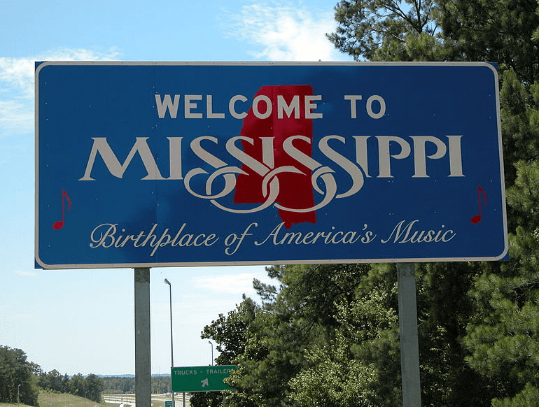 Photo: welcome sign at the Mississippi state line on Interstate 20