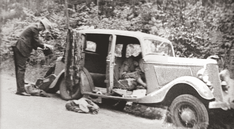 Photo: a stolen Ford V-8 B-400 convertible coupe after the ambush with the bodies of Barrow and Parker in the front seats, 23 May 1934