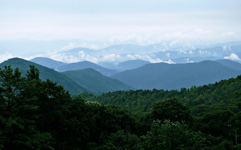 Photo: the Blue Ridge Mountains, North Carolina, as seen from the Blue Ridge Parkway
