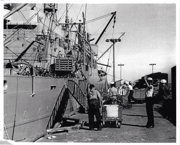 Photo: sailors loading munitions at Port Chicago, California