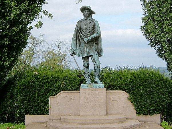 Photo: statue of General George Armstrong Custer at his birthplace in New Rumley, Ohio. Credit: Brian M. Powell; Wikimedia Commons.