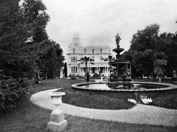 Photo: Thurlow Lodge, later renamed Sherwood Hall, Menlo Park, California