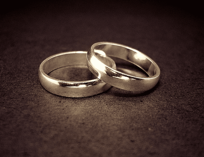 Photo: a pair of wedding rings