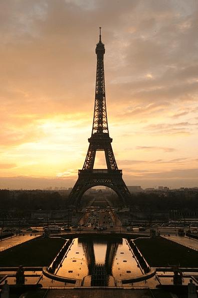 Photo: the Eiffel tower at sunrise, Paris, France