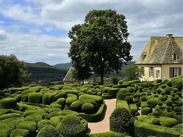 Photo: the Château de Marqueyssac, featuring a French formal garden. Credit: Ladislaus Hoffner; Wikimedia Commons.