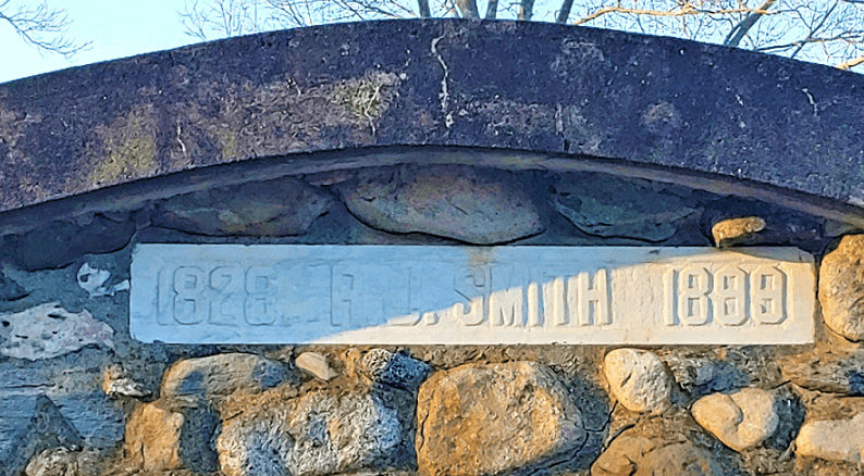 Photo: tomb of Reuben John Smith in Mount Prospect Street Cemetery, Amesbury, Massachusetts