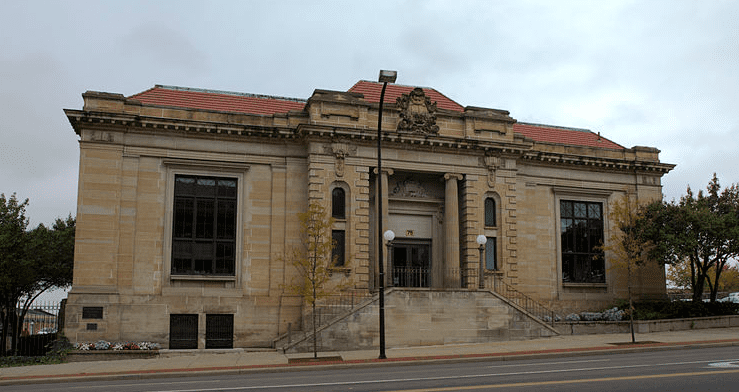 Photo: Carnegie Library, built in 1904 in Akron, Ohio