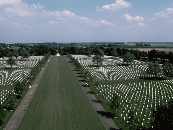 Photo: Netherlands American Cemetery, Margraten, Holland. Credit: Iijjccoo; Wikimedia Commons.