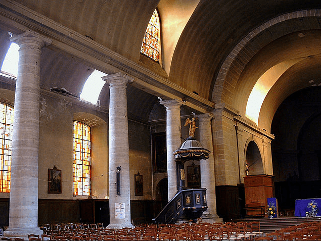 Photo: interior of the Protestant church in Sedan, France