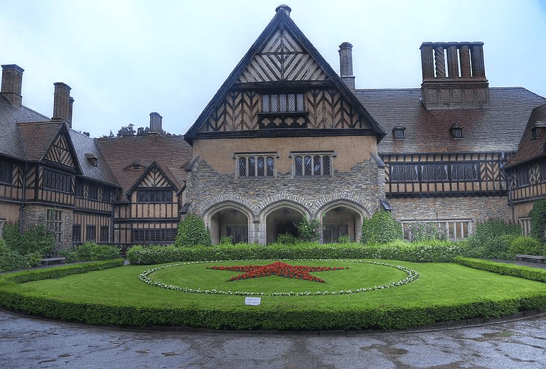 Photo: Cecilienhof, site of the Potsdam Conference, pictured in 2014