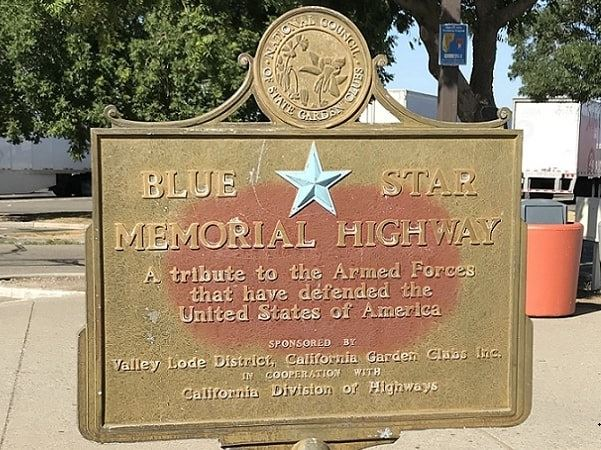 Photo: Blue Star Memorial Highway Marker sponsored by the Valley Lode District, California Garden Clubs Inc. Credit: Gena Philibert-Ortega.