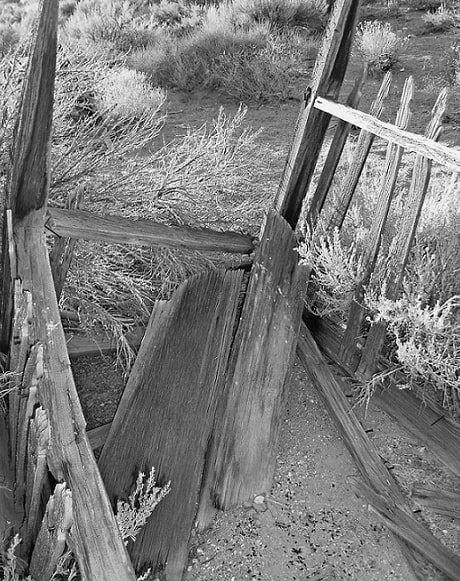Photo: broken-down gravesite