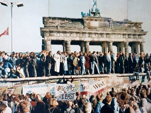 Photo: crowds on top of the Berlin Wall, 9 November 1989. Credit: Wikimedia Commons.